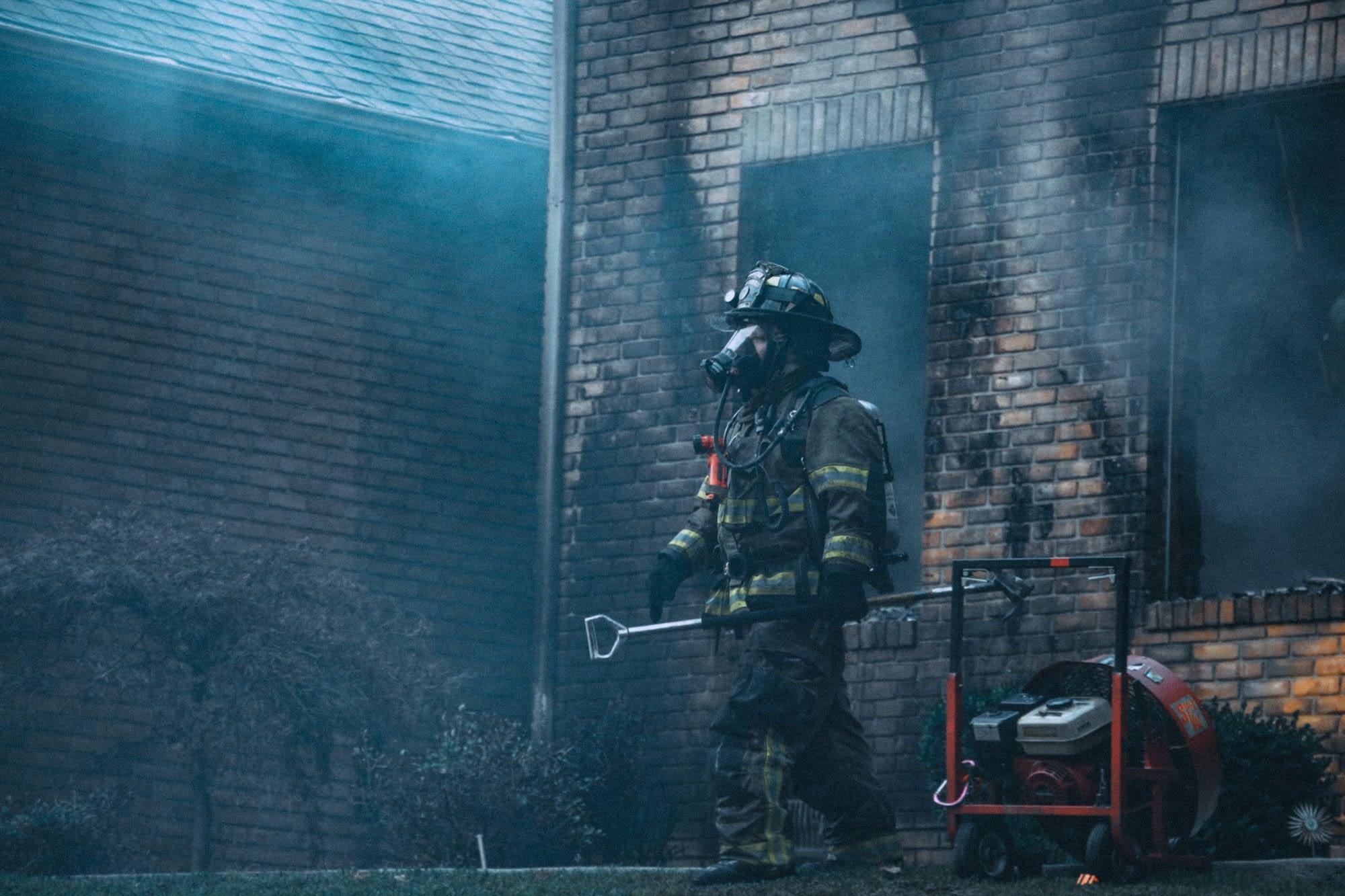 Brandweerman in acite
